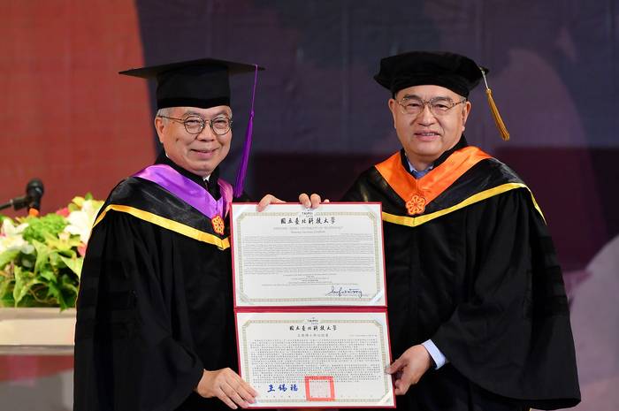Yeh I-Hau, Chairman of Elan Microelectronics and Taipei Tech distinguished alumnus, was conferred the honorary doctorate degree at the ceremony