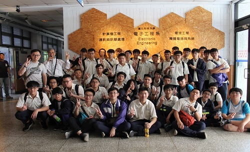 The Affiliated Tao-Yuan Agricultural & Industrial Senior High School teachers and students Come to Visit《2019.04.10》
